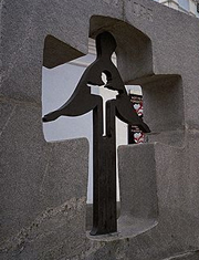 Памятник жертвам голодомора 1932-1933 возле Михайловского собора в Киеве