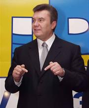 Если бы он был чуть умнее, он сейчас уже вывел бы своих сторонников на свержение антиконституционного режима Ющенко
