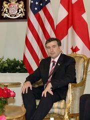 В последние дни президент Саакашвили без устали принимал высоких гостей, ощущая себя центром мироздания
