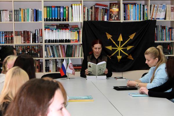 Наталья Макеева представила Векторный лотос в Горловке