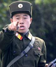 Северная Корея избрала последовательный курс, она стремится сохранить свой суверенитет. Она показывает пример страны, которая бросает американской доминации прямой вызов
