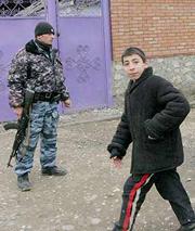 Общинная память еще не стерлась в сознании чеченца-гражданина, но он видит несоответствие общинных принципов с сегодняшней действительностью