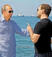 Медведев понимает, что залог его сохранения в политике, и залог его будущего – в игре по правилам