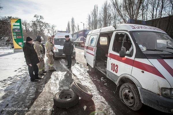 Скорая помощь попала под обстрел в Донецке, есть пострадавшие