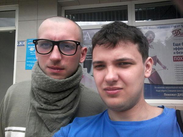 На фото Александр Матюшин, позывной Варяг и корреспондент портала Евразия Дмитрий Павленко