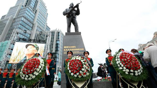 Russia Today, Калашников, Калаш, Михаил Калашников, Салават Щербаков, памятник, скульптор
